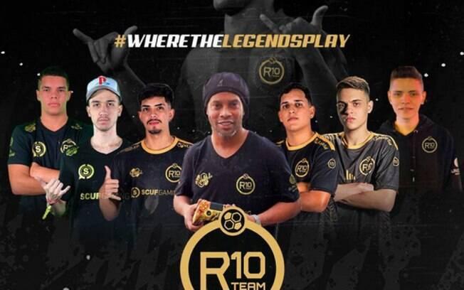 Ronaldinho e os atletas do R10 Team