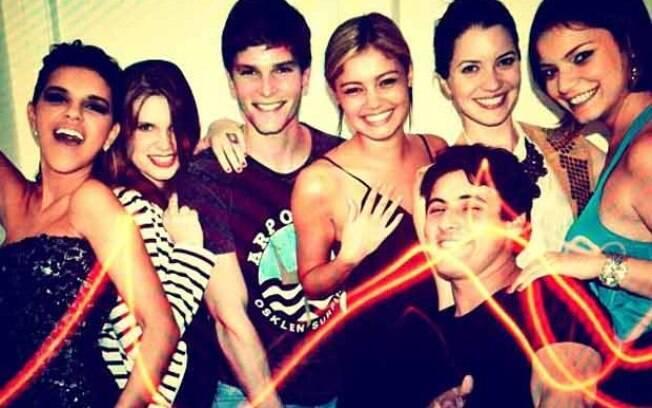 Mariana Rios postou foto ao lado de Jonatas Faro, Nathália Dill, Sophie Charlotte, Carolinie Figueiredo, Milena Toscano e Bruno De Luca