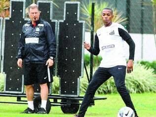 Em ação. Técnico Oswaldo Oliveira observa Robinho durante treino da equipe do Santos ontem no CT Rei Pelé, na Baixada Santista