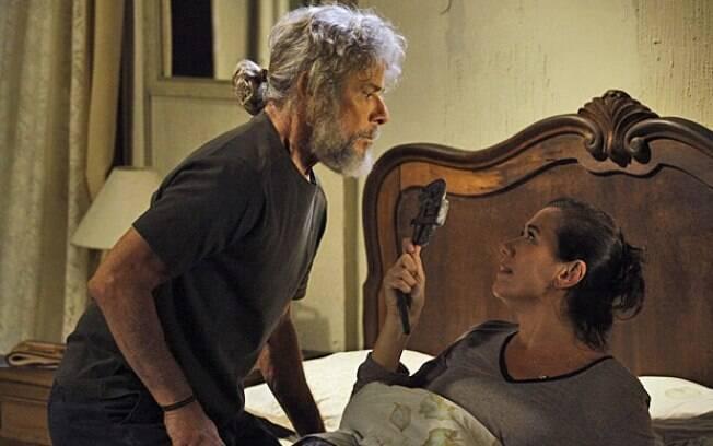 Pereirinha invade o quarto de Griselda mas é ameaçado e expulso pela portuguesa