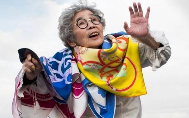 A idosa Kimiko virou exemplo nas redes sociais por mostrar alegria e vontade de viver aos 90 anos de idade