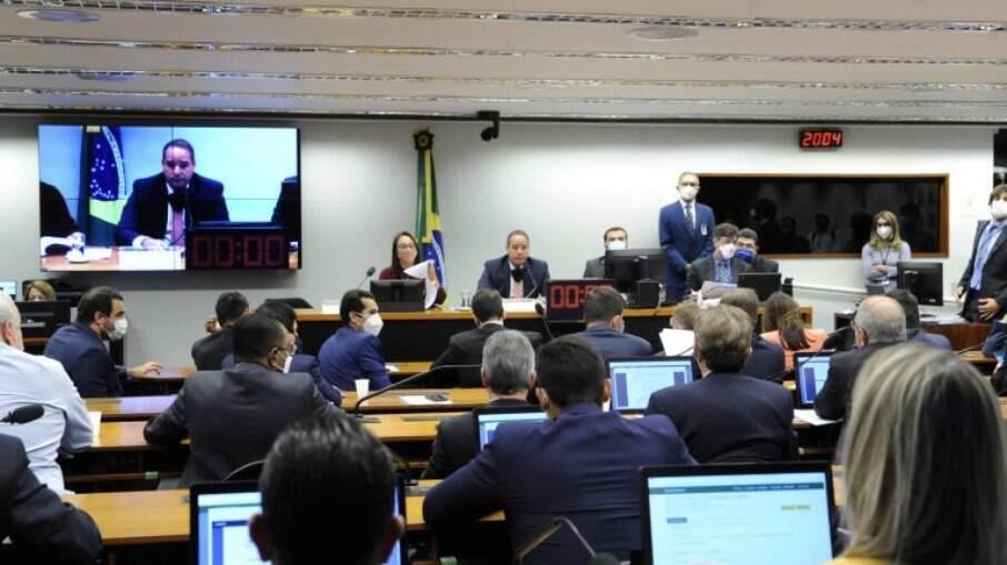 Comissão Especial aprovou o relatório da deputada Renata Abreu