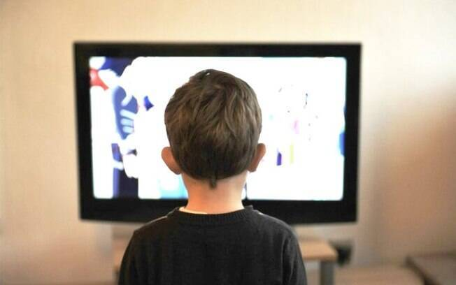Crianças estão sendo expostas a anúncios publicitários programados com dados delas coletados ilegalmente pelo YouTube