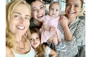 Angélica aparece em foto com Eva e comemora 12 milhões de seguidores