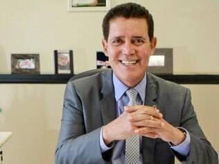 Próprio.   Marido da deputada Brunny (PTC), Hélio Gomes não pretende usar as passagens porque tem avião