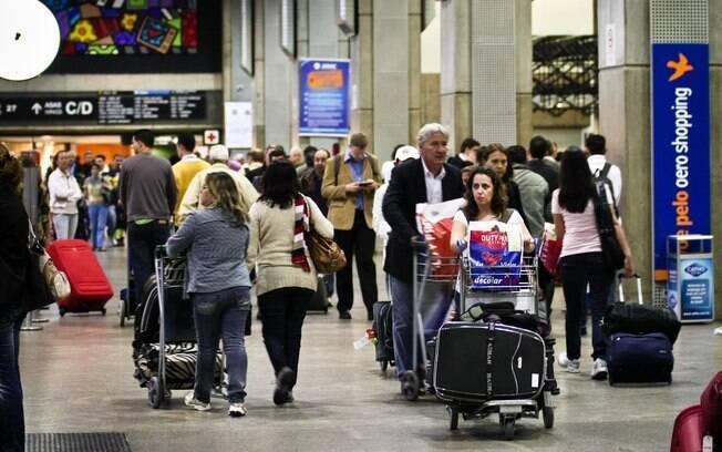 Gastos com viagens ao exterior caem 30,7% em setembro, segundo dados do Banco Central