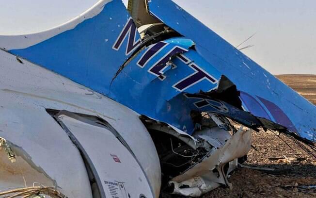 O avião russo que caiu no sábado (31) no Sinai egípcio com 224 pessoas a bordo se despedaçou no ar antes de chegar ao chão, indicou o chefe dos especialistas aeronáuticos. Foto: Suliman el Oteify/ Egypt Prime Minister