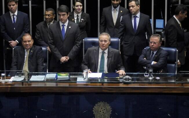 À frente do Senado, o 1º secretario senador Vicentinho Alves (PR-TO), o presidente da Casa senador Renan Calheiros (PMDB-AL) e o senador Blairo Maggi (PR-MT). Foto: Pedro França/Agência Senado - 11.05.2016
