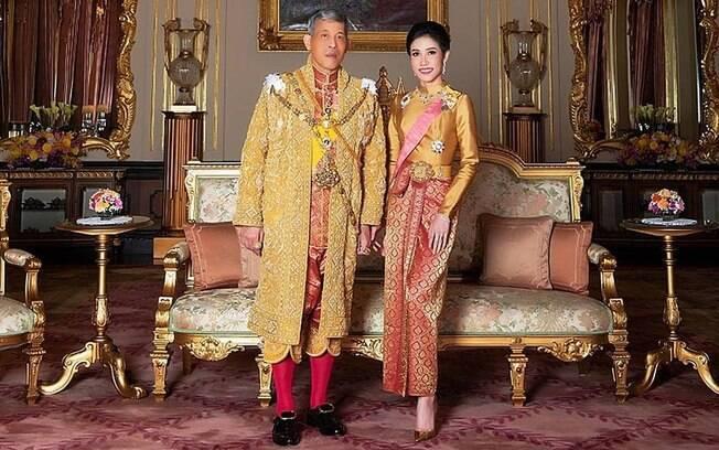 Rei da Tailândia%2C Maha Vajiralongkorn%2C com sua então amante Sineenat Bilaskalayani