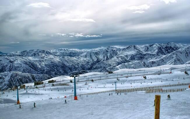 O tour pelo Valle Nevado, no Chile, um dos países do mundo que não exigem visto de brasileiros tem a duração de horas