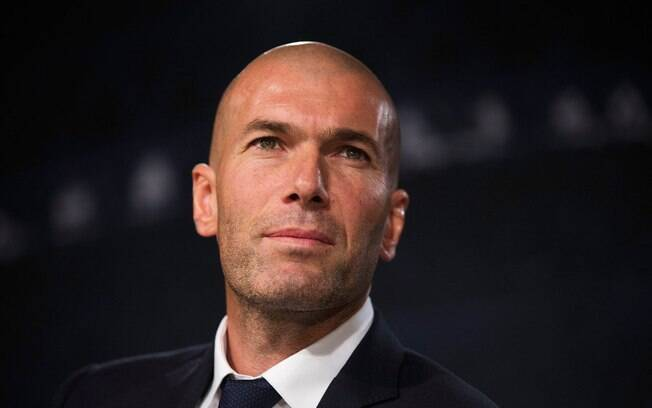 Zinedine Zidane está insatisfeito com a diretoria do Real Madrid