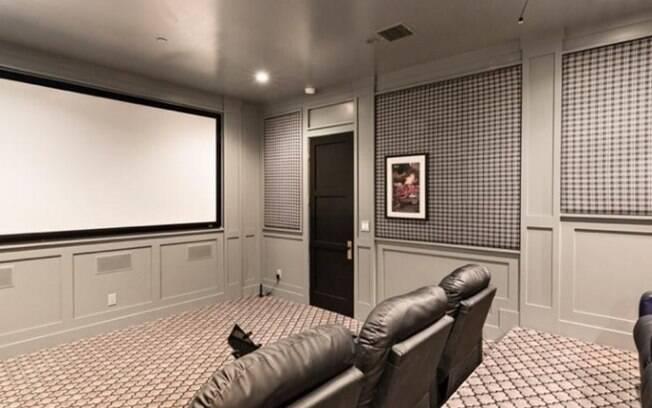Com sala de cinema privado, mansão do cantor Joe Jonas não deixa a desejar quando o assunto é lazer