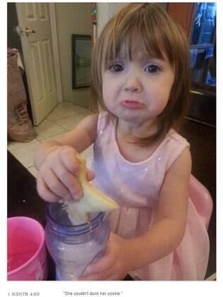 Menina chora porque não consegue mergulhar o biscoito no leite