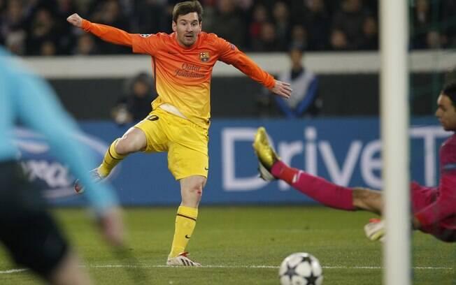 Messi chuta de esquerda para abrir o marcador  na França