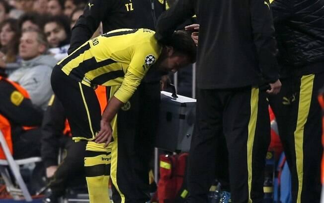 O meia Mario Goetze sente contusão e deixa a  partida ainda no primeiro tempo