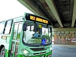 Complexo Domingos Costa.  Vigotas que ajudam na sustentação do viaduto apresentaram nove trincas, mas trânsito pode ser liberado