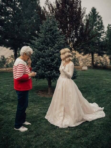 Jordyn conta que a avó ficou sem palavras ao vê-la no seu próprio vestido de noiva, já que não fazia nem ideia de que a neta havia pegado a peça