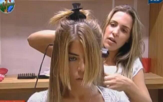 Joana Machado prepara o visual de Raquel Pacheco para a final