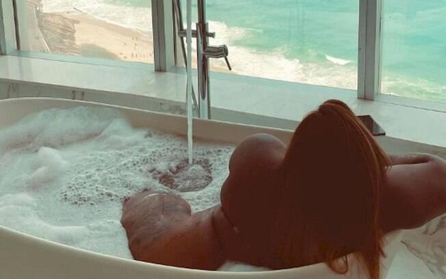 Jojo Todynho aproveita o fim de semana com o namorado em luxuoso hotel