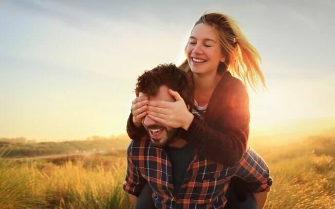 Pessoa certa deve saber respeitar sempre e nunca pressionar o(a) companheiro(a) a fazer uma coisa que não quer