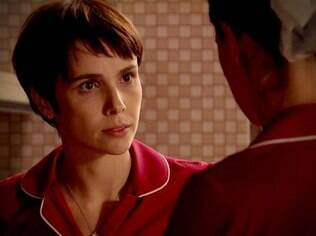 Nina pede que Janaína confie nela: