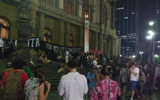 Ato do Movimento Passe Livre reuniu cerca de 200 pessoas na região central de São Paulo