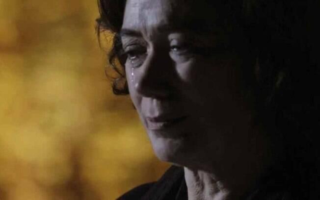 """Império – Maria Marta cai em golpe podre de José Alfredo e chora de decepção: """"Sinto tanta falta"""""""