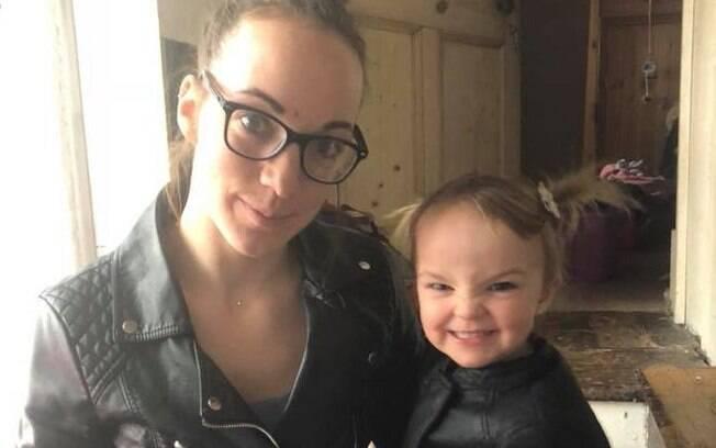 Uma hora após o roubo do carro, polícia foi acionada; Kiara Moore, de dois anos, foi socorrida, vindo a falecer no hospital