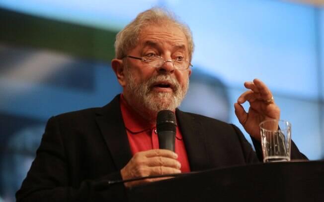 Lula reafirma seu poder com reforma ministerial de Dilma