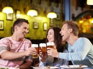 Beber ou consumir entorpecentes durante serviço pode levar à demissão por justa causa