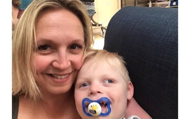 Emma e Andrew desconfiaram que o filho tinha a doença rara ao notar que ele apresentava a maioria dos sintomas