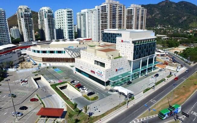Você pode sair do Ramada Hotel Recreio Shopping para curtir a queima de fogos em Copacabana