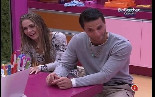 Renata e Ronaldo contam do descuido da mineira para Kelly