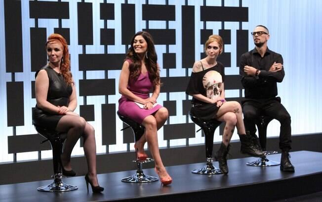 Os jurados Juliana Paes, Ricardo dos Anjos, Wanda Alves e Gabriela Russo, a vencedora da primeira temporada que é a jurada convidada do primeiro episódio