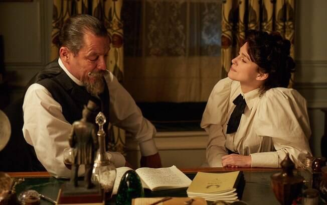 Dominic West e Keira Knightley em cena de Colette, que estreia comercialmente no Brasil em 13 de dezembro