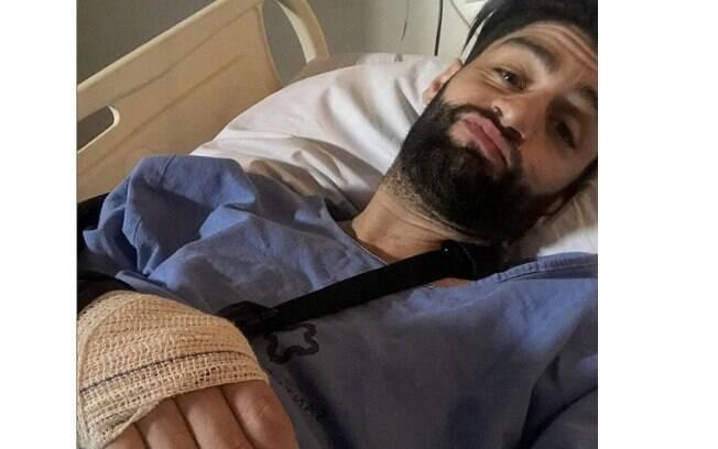 Munhoz, da dupla com Mariano, passou por uma cirurgia no cotovelo