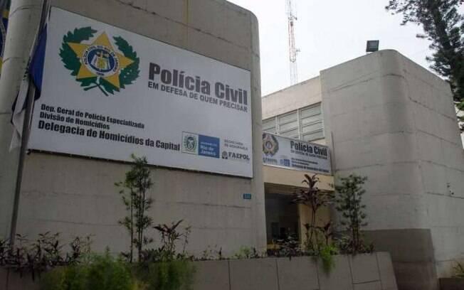 Delegacia de Homicídios da Capital continua investigações para identificar e prender o autor dos disparos a mando da mulher
