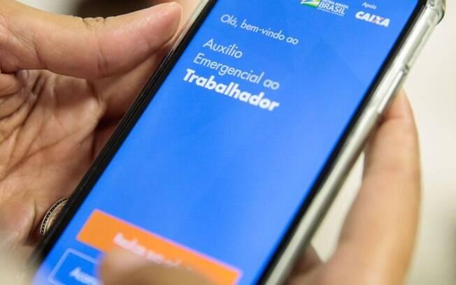Caixa paga auxílio emergencial a 3,3 milhões de trabalhadores brasileiros nesta sexta-feira (17)