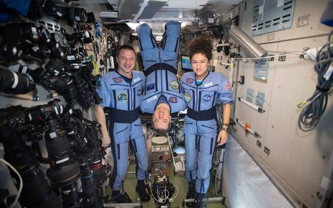 Os astronautas tiraram uma foto na Estação Espacial Internacional antes de voltar