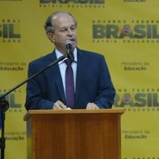 Renato Janine Ribeiro toma posse como ministro da Educação