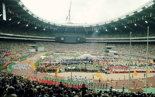 A vista do estádio olímpico de Montreal na abertura