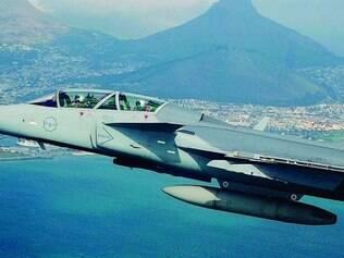 Difícil escolha.  A decisão de comprar  os caças Gripen NG, da sueca Saab, foi tomada em dezembro  pela presidente Dilma Rousseff: modelo pousa em rodovias e reabastece em solo com apenas 15 minutos