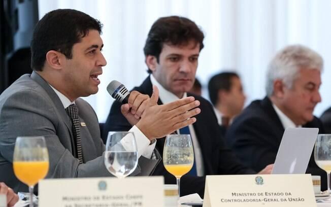 Wagner Rosário, ministro da CGU, disse que pessoas com ordem de prisão pediram auxilio emergencial