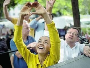 """Confiante. Marina desfilou pelas ruas da Cidade Maravilhosa tentando estimular os eleitores a aderirem a """"uma onda verde e amarela"""""""