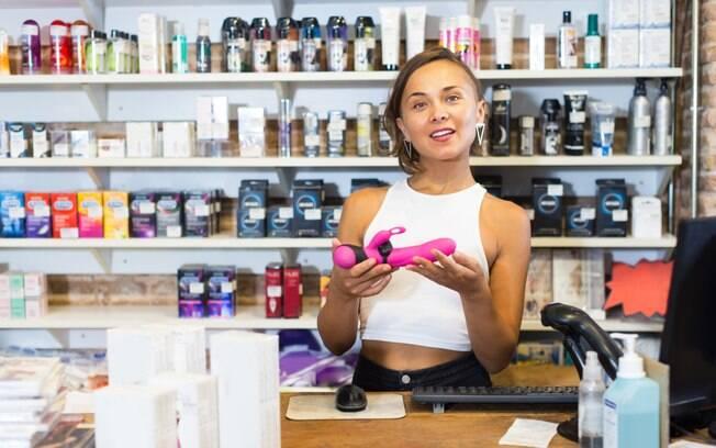 Segundo dados, as mulheres são maioria dos clientes quando o assunto é procurar por produtos eróticos nos sex shops