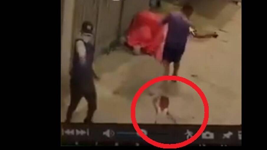 Homem correu e deixou filho para trás