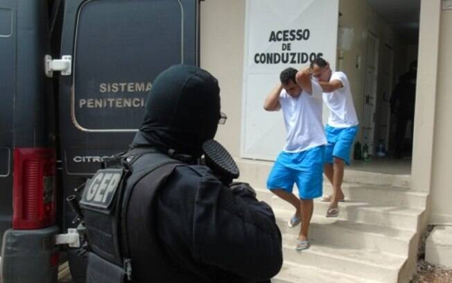 Líderes do PCC de Natal foram transferidos para penitenciária federal após rebelião na Penitenciária de Alcaçuz