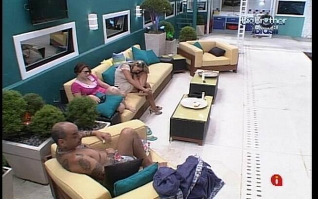 Trio fala sobre a vida fora da casa