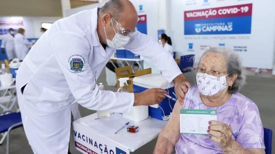 Agendamento para vacinação em Campinas está suspenso.