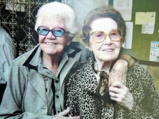 Para sempre. Em abril, a tenente Carlota Mello perdeu a amiga de front, capitã Rosely Gazineli (direita)